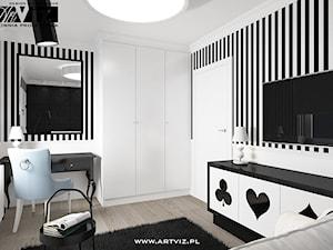 Elegancki, czarno-biały pokój dla nastolatki.