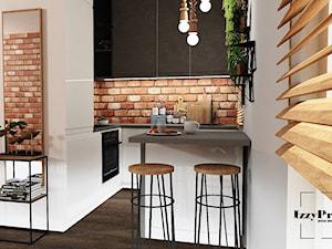 Kuchnia - Mała otwarta biała kuchnia w kształcie litery l z oknem, styl industrialny - zdjęcie od IZZY PROJEKT Iza Jaworska