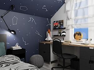Kosmiczny pokój nastolatka - Mały biały czarny pokój dziecka dla chłopca dla dziewczynki dla ucznia dla nastolatka, styl nowoczesny - zdjęcie od IZZY PROJEKT Iza Jaworska