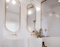 Elegancka łazienka z dodatkiem złota - zdjęcie od KWKONCEPT - Homebook