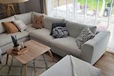Białe żaluzje drewniane w salonie - Nasze Domowe Pielesze - zdjęcie od Nasze Domowe Pielesze - Homebook