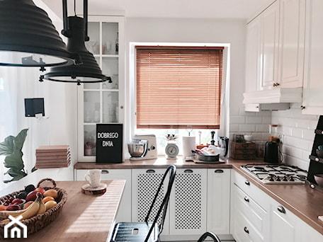 Aranżacje wnętrz - Kuchnia: Żaluzja bambusowa w kuchni - NASZE DOMOWE PIELESZE - Nasze Domowe Pielesze. Przeglądaj, dodawaj i zapisuj najlepsze zdjęcia, pomysły i inspiracje designerskie. W bazie mamy już prawie milion fotografii!