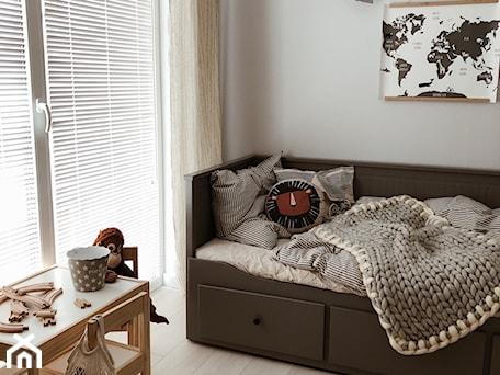 Aranżacje wnętrz - Pokój dziecka: Żaluzje drewniane w pokoju dziecka - Nasze Domowe Pielesze - Nasze Domowe Pielesze. Przeglądaj, dodawaj i zapisuj najlepsze zdjęcia, pomysły i inspiracje designerskie. W bazie mamy już prawie milion fotografii!