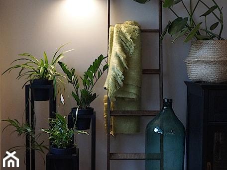 Aranżacje wnętrz - Biuro: Ręcznie robiona drabinka dekoracyjna Nasze Domowe Pielesze - Nasze Domowe Pielesze. Przeglądaj, dodawaj i zapisuj najlepsze zdjęcia, pomysły i inspiracje designerskie. W bazie mamy już prawie milion fotografii!