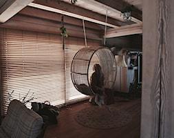 Żaluzje bambusowe w pięknym drewnianym domu - Nasze Domowe Pielesze - zdjęcie od Nasze Domowe Pielesze - Homebook