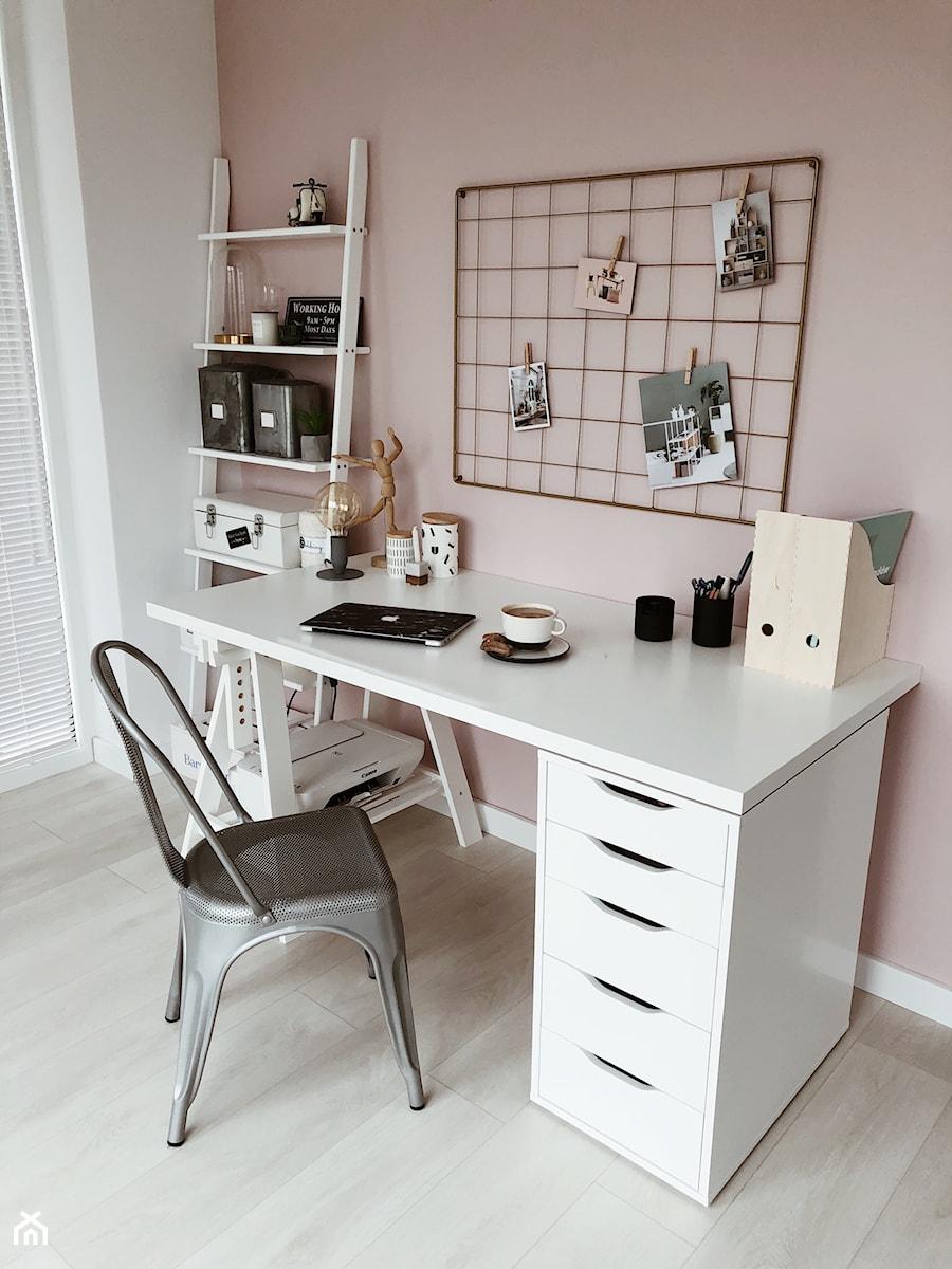 Złota tablica/organizer i drabinka w domowym biurze - Nasze Domowe Pielesze - zdjęcie od Nasze Domowe Pielesze