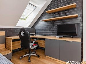 Ostoja spokoju pod Krakowem - Mały biały czarny pokój dziecka dla chłopca dla ucznia dla nastolatka, styl nowoczesny - zdjęcie od MaxDesigner