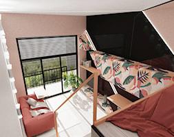 MINI KĄT - Mały biały czarny kolorowy różowy salon z tarasem / balkonem z antresolą, styl nowoczesny - zdjęcie od MyBigBox Architekci