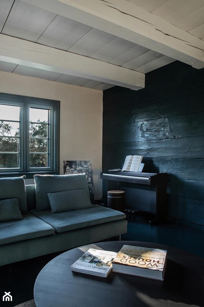 Dom podcieniowy – Mikoszewo - Średni biały salon, styl rustykalny - zdjęcie od Magdalena Ubysz - Fotografia architektury i wnętrz