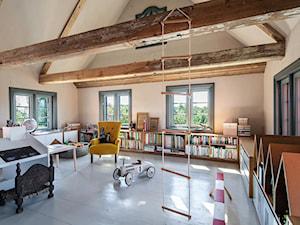 Dom podcieniowy – Mikoszewo - Duży szary pokój dziecka dla chłopca dla dziewczynki dla ucznia dla malucha, styl rustykalny - zdjęcie od Magdalena Ubysz - Fotografia architektury i wnętrz