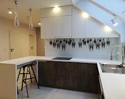 Kuchnia na poddaszu ze skosami - zdjęcie od Kuchenny Wzor