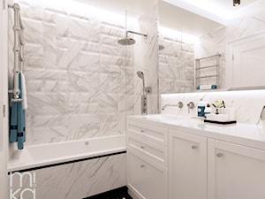 Stylowo na Woli - Średnia biała łazienka w bloku w domu jednorodzinnym bez okna, styl eklektyczny - zdjęcie od M!kaDesign