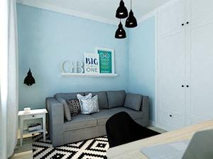 Między czernią a bielą - Mały niebieski pokój dziecka dla chłopca dla dziewczynki dla nastolatka, styl eklektyczny - zdjęcie od M!kaDesign
