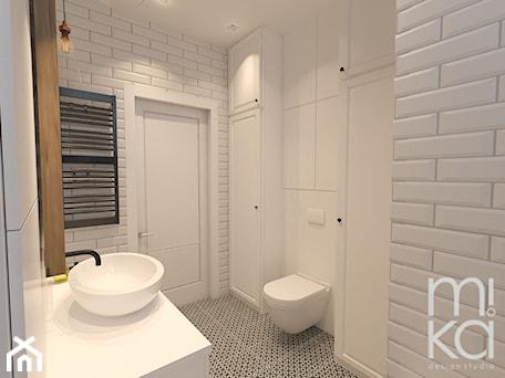 Aranżacje wnętrz - Łazienka: Między czernią a bielą - Mała biała łazienka w bloku bez okna, styl eklektyczny - M!kaDesign. Przeglądaj, dodawaj i zapisuj najlepsze zdjęcia, pomysły i inspiracje designerskie. W bazie mamy już prawie milion fotografii!