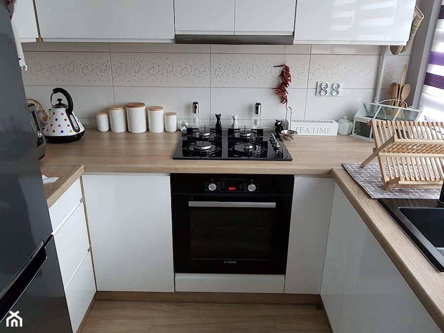 Mieszkanie w wielkiej płycie - spełnione marzenie - Mała zamknięta kuchnia w kształcie litery u, styl skandynawski - zdjęcie od Natalia Greń 2