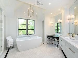dom w CHICAGO - Średnia biała łazienka z oknem, styl klasyczny - zdjęcie od PERIHDESIGN