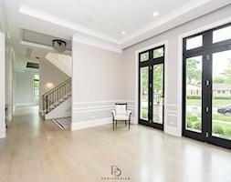 dom w CHICAGO - Hol / przedpokój, styl klasyczny - zdjęcie od PERIHDESIGN - Homebook