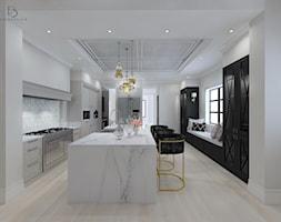 bardzo KLASYCZNIE - Duża zamknięta biała kuchnia w kształcie litery l z wyspą z oknem, styl klasycz ... - zdjęcie od PERIHDESIGN - Homebook