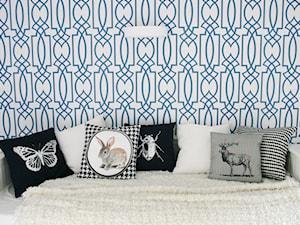 EKLEKTYCZNIE - Mały biały niebieski pokój dziecka dla dziewczynki dla nastolatka, styl klasyczny - zdjęcie od PERIHDESIGN