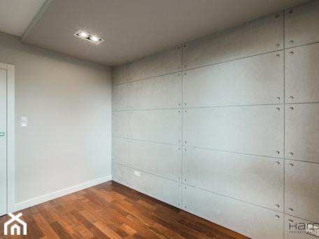 Aranżacje wnętrz - Sypialnia: 60-metrowe mieszkanie z akcentami loftu - Sypialnia, styl minimalistyczny - Monika Hardej Architekt. Przeglądaj, dodawaj i zapisuj najlepsze zdjęcia, pomysły i inspiracje designerskie. W bazie mamy już prawie milion fotografii!