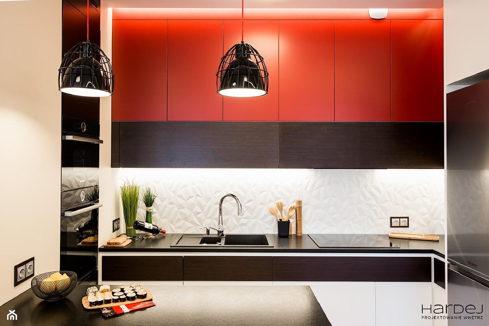 Kuchnia w stylu japońskim, płytki 3D nad blatem - zdjęcie od Monika Hardej Architekt - Homebook