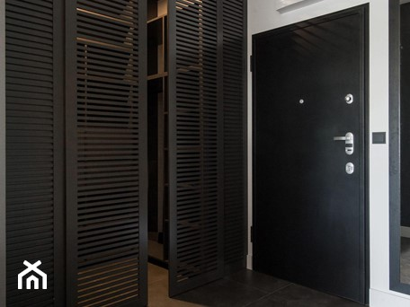 Aranżacje wnętrz - Garderoba: Ażurowe fronty garderoby - Monika Hardej Architekt. Przeglądaj, dodawaj i zapisuj najlepsze zdjęcia, pomysły i inspiracje designerskie. W bazie mamy już prawie milion fotografii!