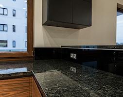 Nowoczesne mieszkanie z ciepłym klimatem - Kuchnia, styl nowoczesny - zdjęcie od Monika Hardej Architekt - Homebook