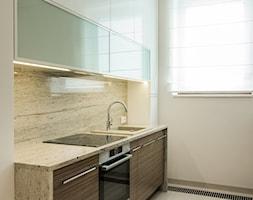 Niewielkie mieszkanie z elementami Glamour - Kuchnia, styl glamour - zdjęcie od Monika Hardej Architekt - Homebook