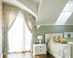 Elegancki dom glamour - Średni biały zielony pokój dziecka dla chłopca dla nastolatka, styl klasyczny - zdjęcie od A T I A D A