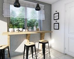 Kuchnia z czarną lampą - Mała zamknięta biała szara kuchnia jednorzędowa z oknem, styl skandynawski - zdjęcie od Warsztat Zewnetrza Olga Pawlowska - Homebook