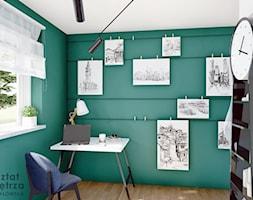 Pokój na poddaszu z zieloną ścianą - Mały biały zielony pokój dziecka dla chłopca dla ucznia dla nas ... - zdjęcie od Warsztat Zewnetrza Olga Pawlowska - Homebook