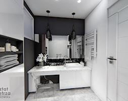 Czarno - biała łazienka - Średnia biała czarna łazienka bez okna, styl glamour - zdjęcie od Warsztat Zewnetrza Olga Pawlowska - Homebook