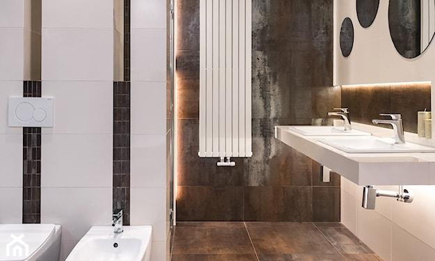 miedziane płytki w łazience
