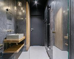 Penthouse 197 - Średnia czarna łazienka w bloku w domu jednorodzinnym bez okna, styl minimalistyczn ... - zdjęcie od skandynawskieuchwyty - Homebook
