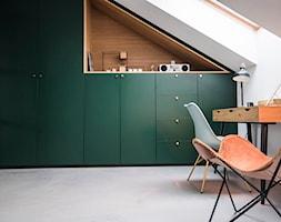Penthouse 197 - Średnia biała sypialnia na poddaszu, styl minimalistyczny - zdjęcie od skandynawskieuchwyty - Homebook