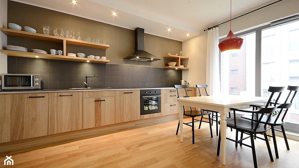 Stylowa i praktyczna aranżacja okna kuchennego  Homebook pl -> Kuchnia Sandy Style