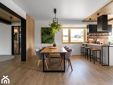 """Aranżacje wnętrz - Jadalnia: """"Najpiękniejsze wnętrza z drzwiami DRE"""" - Duża otwarta biała jadalnia w kuchni, styl eklektyczny - DRE. Przeglądaj, dodawaj i zapisuj najlepsze zdjęcia, pomysły i inspiracje designerskie. W bazie mamy już prawie milion fotografii!"""