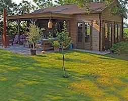 Klasyczny+drewniany+domek+letniskowy+wiejski+na+zg%C5%82oszenie+-+zdj%C4%99cie+od+WOODENGARDEN