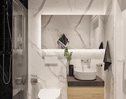 Mała biała czarna łazienka w bloku w domu jednorodzinnym bez okna, styl minimalistyczny - zdjęcie od Sublime studio - Homebook