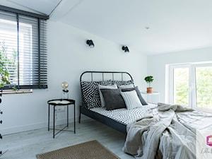 Projekt wnętrza sypialni w klimacie glamour loft - zdjęcie od Lilla Home