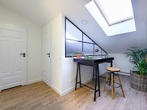 Projekt wnętrza gabinetu mieszkania w stylu urban loft - zdjęcie od Lilla Home