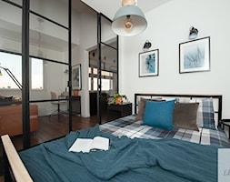 Sypialnia+mieszkania+w+bloku+z+antresol%C4%85+-+zdj%C4%99cie+od+Lilla+Home