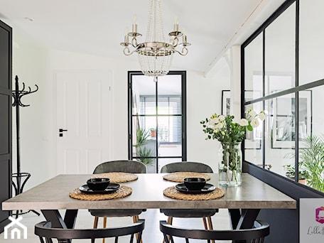 Aranżacje wnętrz - Jadalnia: Projekt wnętrza jadalni w stylu glamour loft - Lilla Home. Przeglądaj, dodawaj i zapisuj najlepsze zdjęcia, pomysły i inspiracje designerskie. W bazie mamy już prawie milion fotografii!