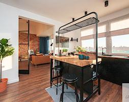 Kuchnia+mieszkania+w+bloku+z+antresol%C4%85+-+zdj%C4%99cie+od+Lilla+Home