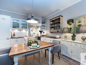 Projekt wnętrza kuchni mieszkania w stylu prowansalskim - zdjęcie od Lilla Home