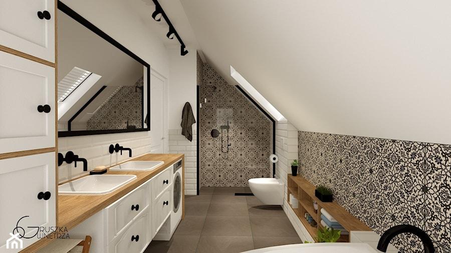 ŁAZIENKA na poddaszu - Duża biała łazienka na poddaszu w domu jednorodzinnym z oknem, styl rustykalny - zdjęcie od GRUSZKA Wnętrza