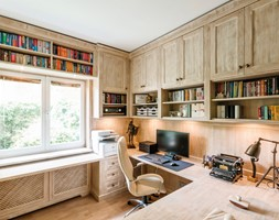 Gabinet Warszawa Ochota - Średnie beżowe białe biuro domowe w pokoju, styl rustykalny - zdjęcie od Emprojekt - Manufaktura mebli klasycznych i oświetelnia