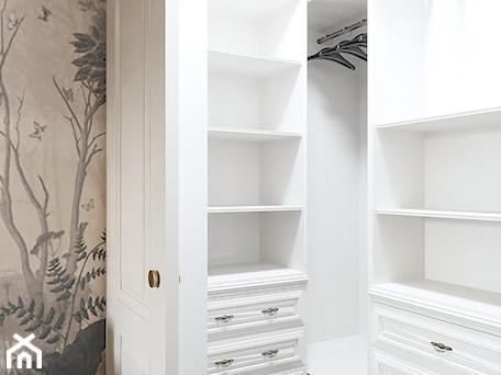 Aranżacje wnętrz - Garderoba: Projekt mieszkania 106m2 - Garderoba, styl klasyczny - SHAFIEVA DESIGN. Przeglądaj, dodawaj i zapisuj najlepsze zdjęcia, pomysły i inspiracje designerskie. W bazie mamy już prawie milion fotografii!