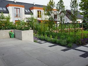 Metamorfoza ogrodu w Wilczycach - Taras, styl nowoczesny - zdjęcie od TRAWARICA