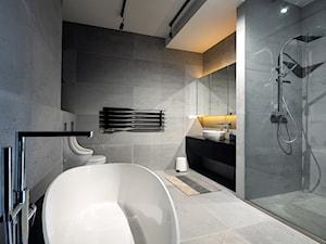 Sesja zdjęcia luksusowego apartamentu przy ul. Ogrodowej w Warszawie - Duża szara łazienka w bloku w domu jednorodzinnym bez okna - zdjęcie od Jakub Nicieja